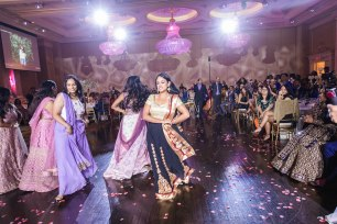 bollywood-dancers-wedding-reception